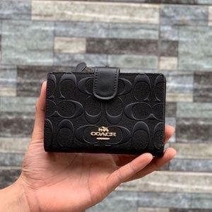 Coach Medium Corner Zip Wallet Black